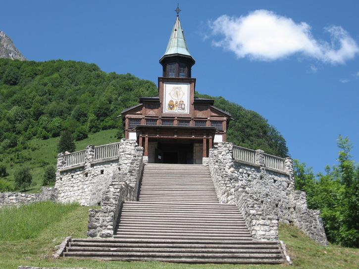 A Szentlélek kápolna a Javorcán, 2565 elesett hős nevét tartalmazza